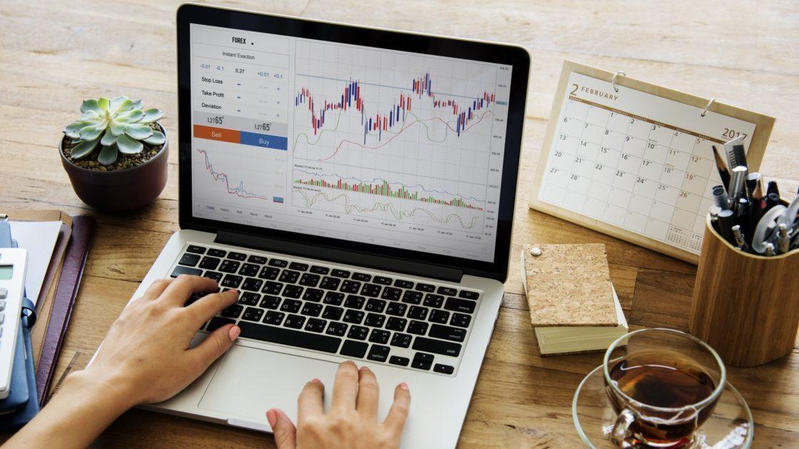 Psychologické rozdíly v obchodování na reálném účtu a demo účtu