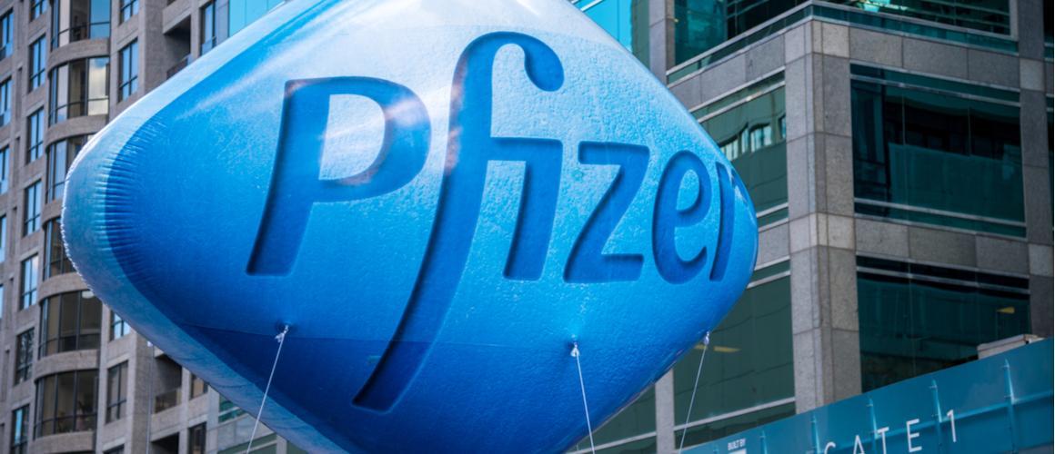 Акции Pfizer упали на 10%. Стоит ли их покупать?