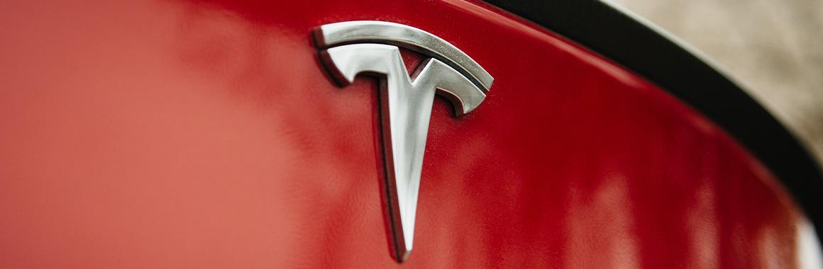 Tesla: рекордная квартальная прибыль и капитализация в $1 трлн