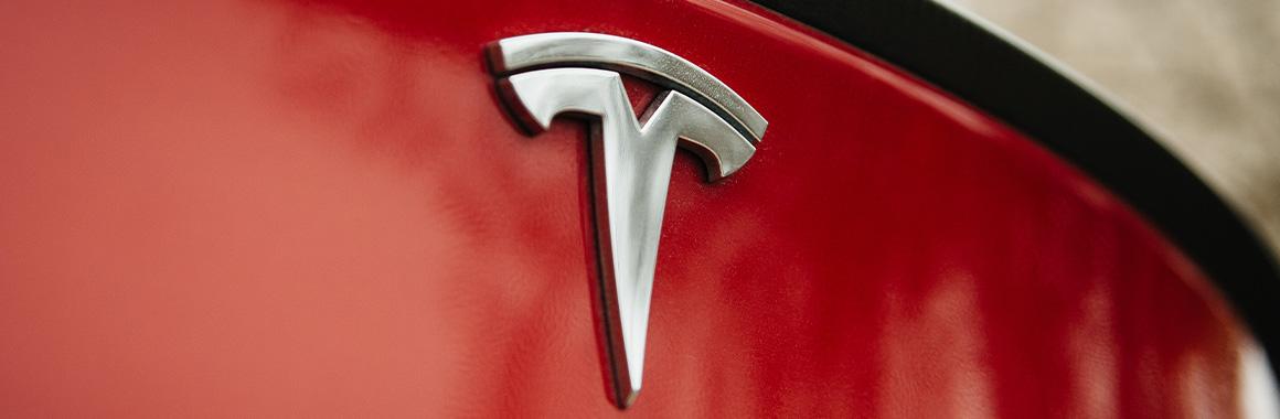 Tesla: рекордний квартальний прибуток і капіталізація в $1 трлн