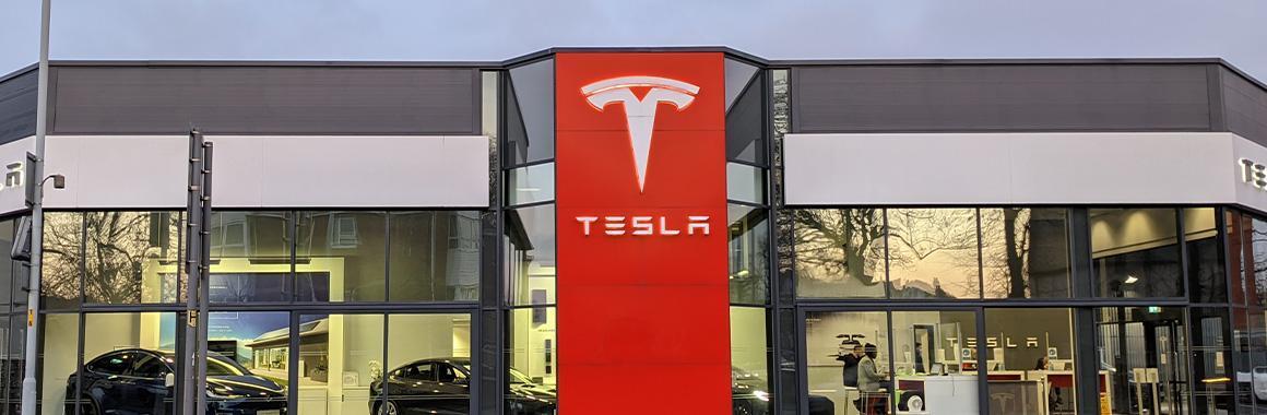 Tesla ceturkšņa paziņojums: rekordliela peļņa un mērena akciju reakcija